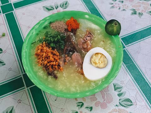 Lugaw local food